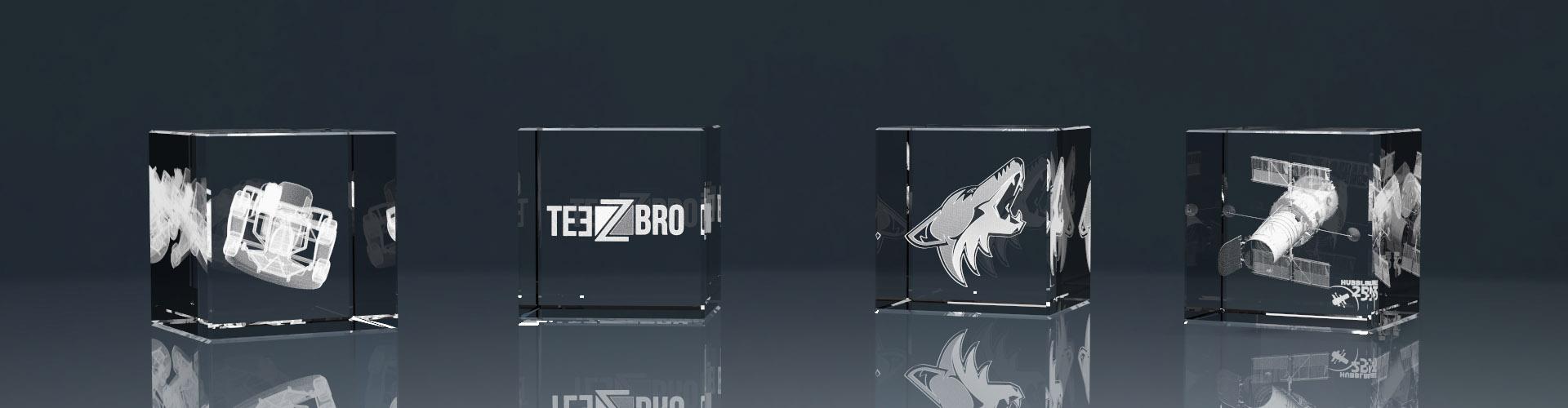 Vier 3D Glaswürfel mit Lasergravur