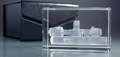 Glasquader mit 3D Motiv und Verpackung