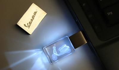 USB Stick aus Glas mit Gravur und LED Beleuchtung