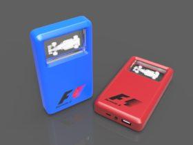 Zwei Crystal Powerbanks Window Max in rot und blau mit Glasfenster und Lasergravur