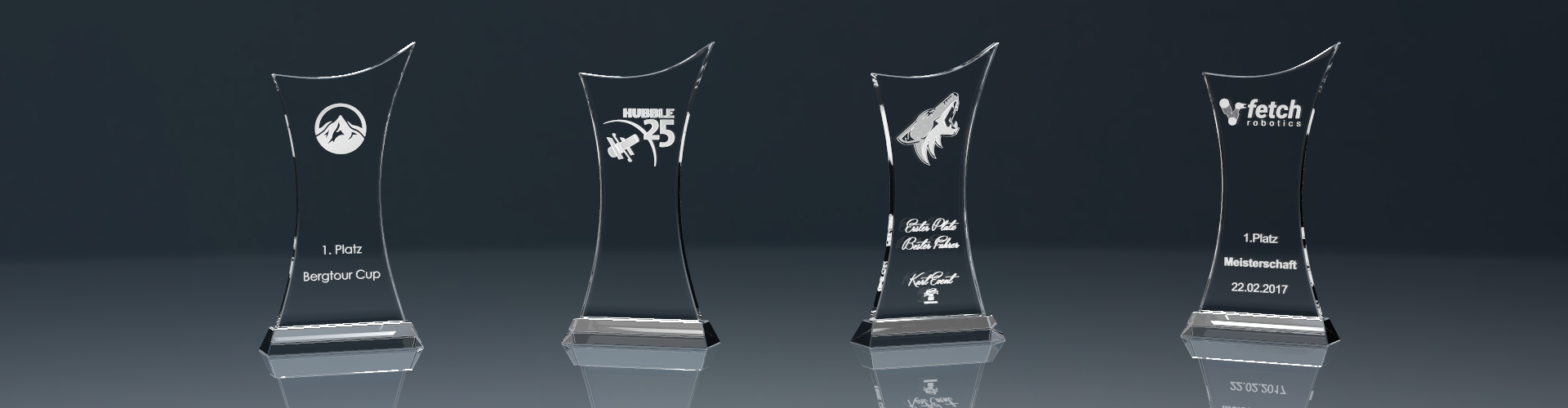 Vier Glaspokale Trophy Cross mit Lasergravur