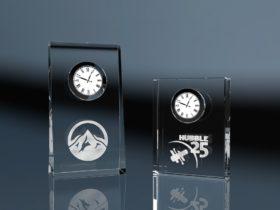 Glasuhr Clock Skew und Clock Biddy mit Lasergravur