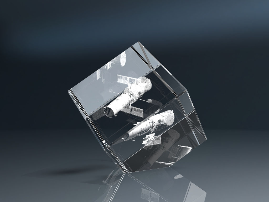 Glaswürfel mit Spitze und Lasergravur