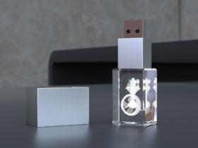 USB Stick Crystal 3D stehend mit Metalldeckel und Glaskörper mit Lasergravur