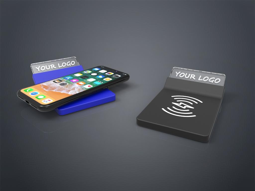 Zwei Crystal Wireless Charger in schwarz und blau mit Gravur