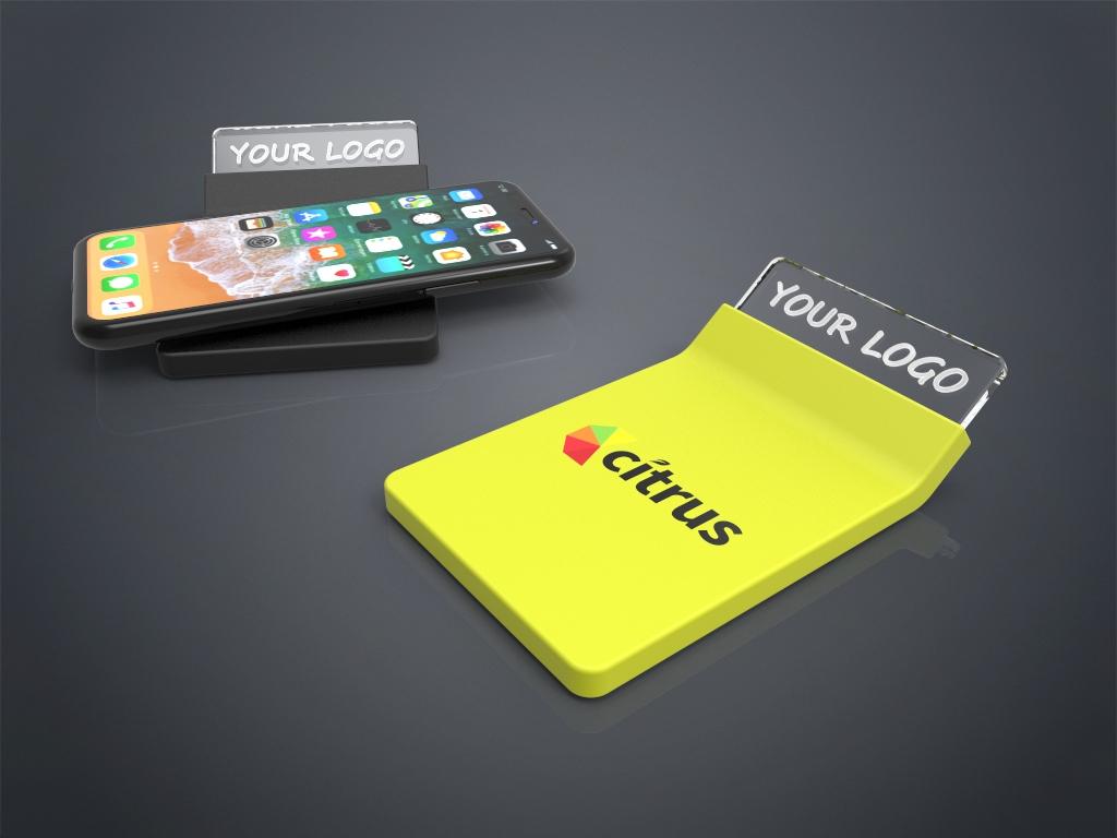 Zwei Crystal Wireless Charger in gelb und schwarz mit Gravur