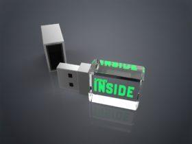 USB Stick Crystal Square liegend mit Metalldeckel und Glaskörper mit Lasergravur und LED